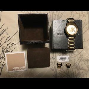 ✨MICHAEL KORS✨ Gold Watch